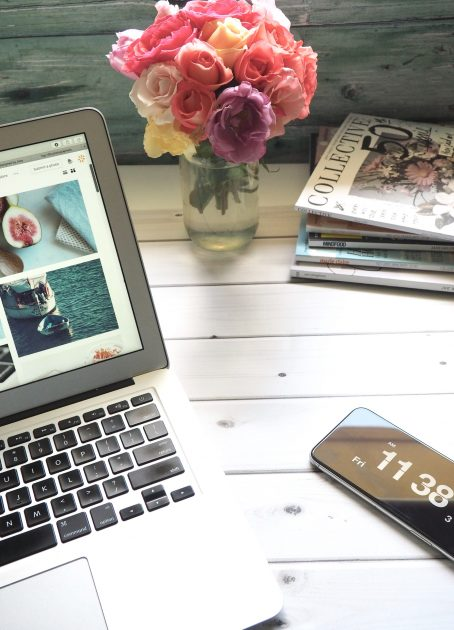 macbook-air-flower-bouquet-and-magazines-on-white-table-839443